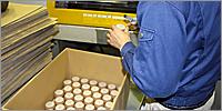 安心の国産。東大阪市内の工場で丁寧に生産されているイス脚カバー
