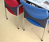 ワイドフェルトキャップを装着した椅子